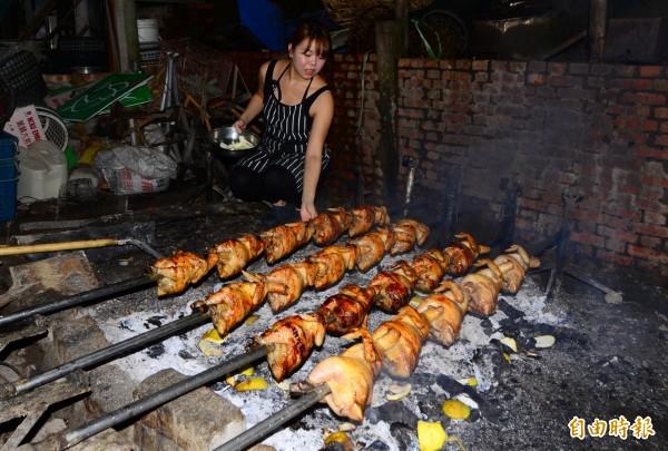 美女主廚蔡佳儒結合在地的文旦產業,研發「柚香烤雞」。(記者吳俊鋒攝)