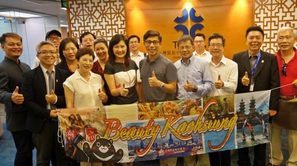 高雄市觀光局與業界拜訪台灣貿易中心駐胡志明市辦事處。(高雄市觀光局提供)