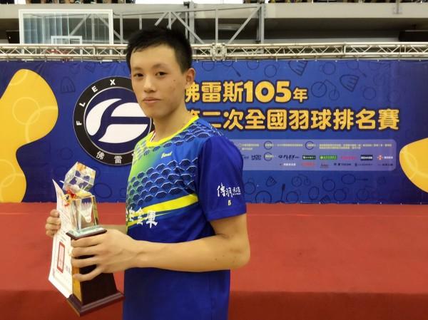 枋中林俊易成為該校首位羽球甲組選手。(記者陳彥廷翻攝)