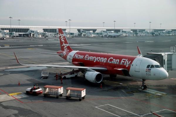 2015年3月10日,一架準備前往馬來西亞的亞航班機因機師嚴重失誤迫降墨爾本。圖為亞航飛機。(路透)
