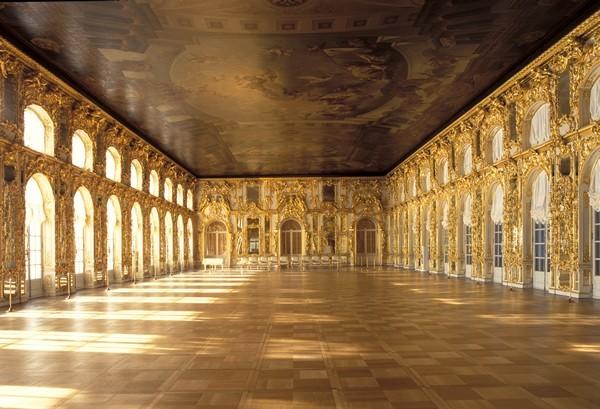 凱薩琳宮的名字來自於凱薩琳一世,她是俄羅斯帝國的第二位沙皇,凱薩琳宮前身是凱薩琳一世在1717年修建的夏宮。(圖截自網路)