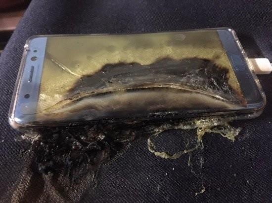 Note 7屢傳爆炸起火事件,美國聯邦航空管理局(FAA)更下令禁旅客將Note 7帶上飛機。(圖擷自blogofmobile)