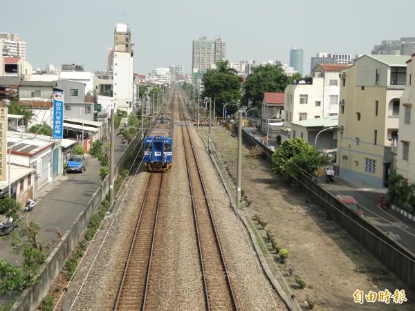 台南鐵路地下化都市計畫案,市府今日收到內政部核定公文。(記者洪瑞琴攝)