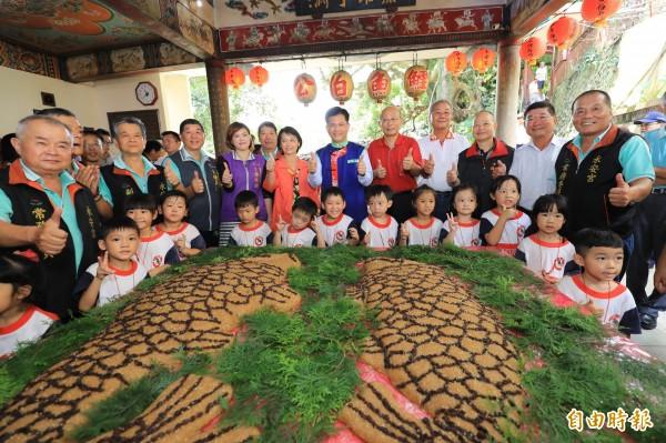 東勢鯉魚伯公文化祭熱鬧展開。(記者張軒哲攝)
