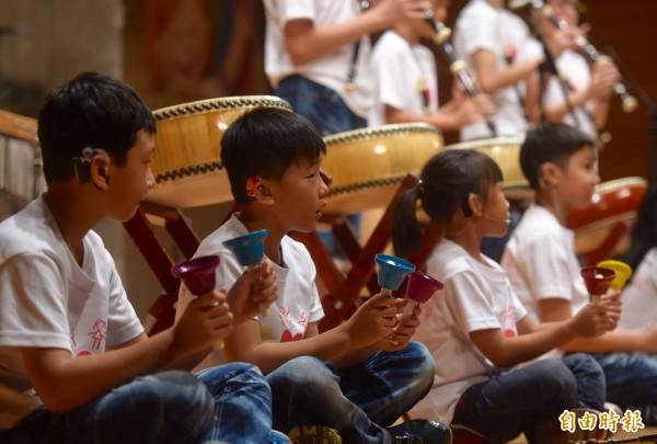 「聽損兒童音樂律動班」,11日下午在松菸誠品表演廳舉辦成立以來「第一場」「售票」音樂會。(記者簡榮豐攝)