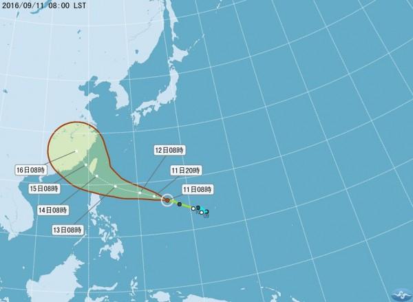 中央氣象局觀測,該颱風下午可能將轉成中度颱風。(圖擷取自中央氣象局)
