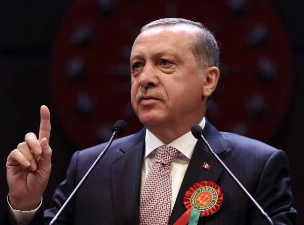 撤換28名市長的土耳其總統艾多根。這些市長被控與庫德族的好戰份子與流亡美國的伊斯蘭教士葛蘭掛鉤。(美聯社)