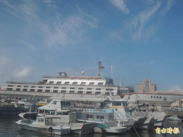 莫蘭蒂颱風即將來襲,大小漁船紛紛入港避風。(記者劉禹慶攝)