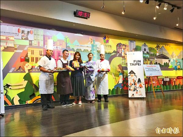 台北市通過HALAL認證的餐廳、伴手禮、飯店等業者,一起向踩線團員介紹北市友善的穆斯林環境。(記者沈佩瑤攝)