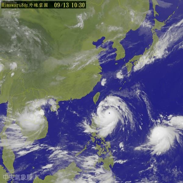強颱莫蘭蒂襲台。(圖片取自氣象局)