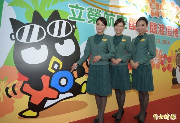 立榮航空酷企鵝渡假機13日首航,往返台北與澎湖。(記者張嘉明攝)