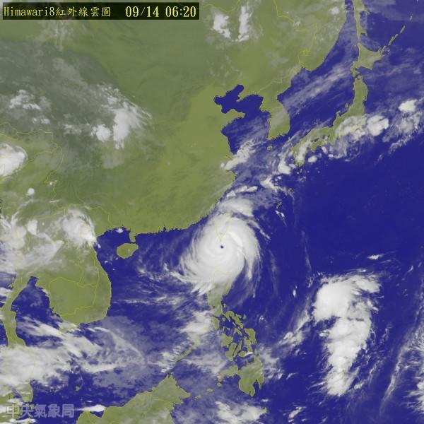 中央氣象局表示,莫蘭蒂颱風14日上午11時30分中心位置在恆春的西方約40公里之海面上,以每小時18公里速度,向西北進行。(圖片取自氣象局)