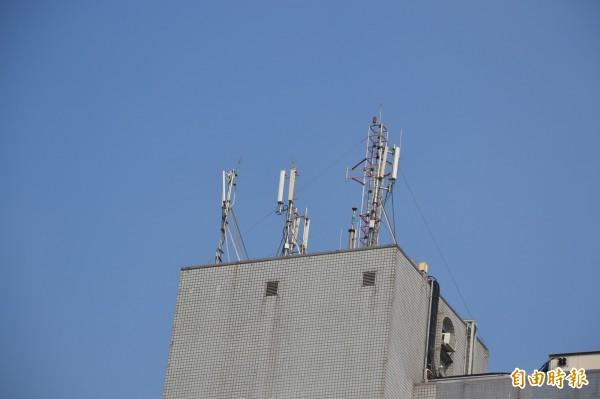 國家通訊傳播委員會(NCC)表示,基地台累積故障則達1174座,預計9月16日中午過後才能全部修復。(資料照,記者侯承旭攝)