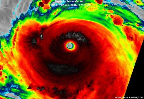 美國國家海洋暨大氣總署(NOAA)透過紅外線衛星照片觀測,畫面竟然呈現黑壓壓一片。(圖片取自美國國家海洋暨大氣總署)