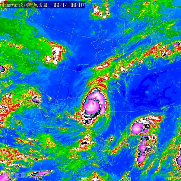 目前莫蘭蒂颱風在恆春近海,恆春測得破紀錄的陣風。(圖擷取自中央氣象局)