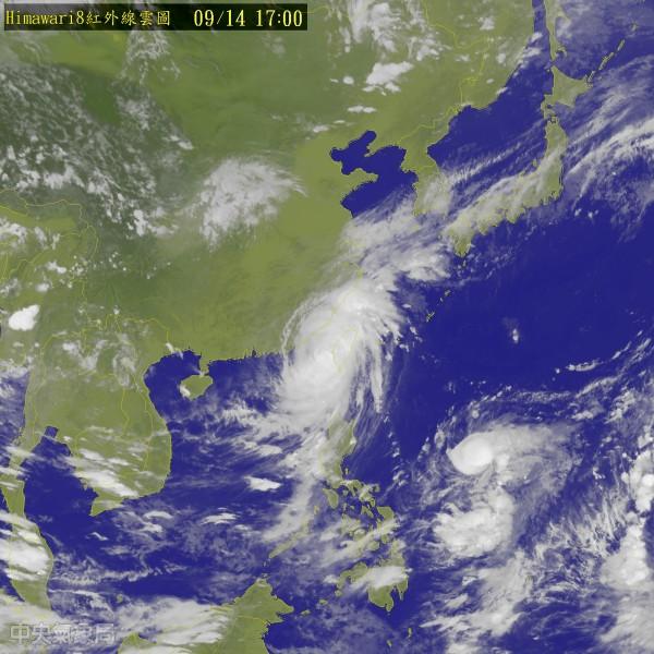 莫蘭蒂颱風目前正在台灣海峽,各縣市將陸續宣布15日上班上課情形。(圖節取自中央氣象局)