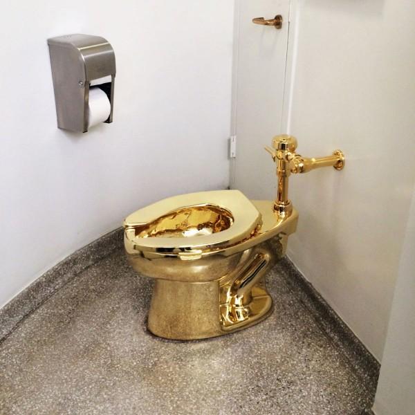 坐落於美國紐約的古根漢美術館有一座18K黃金馬桶,目前開放公眾使用。(圖取自《the new yorker》)