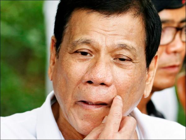 前殺手指控菲律賓總統杜特蒂(見圖)在擔任達沃市長任內,曾下令其所加入的「達沃行刑隊」以殘暴手段殺害罪犯和政敵。(路透)