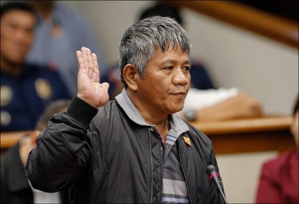 前殺手馬托巴圖(見圖)指控杜特蒂組行刑隊殺人,稱廿五年內就有高達上千人受害。(歐新社)