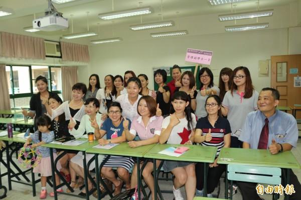 台灣第一個為新住民輪辦的二專專班,今天在環球科大開課。(記者詹士弘攝)