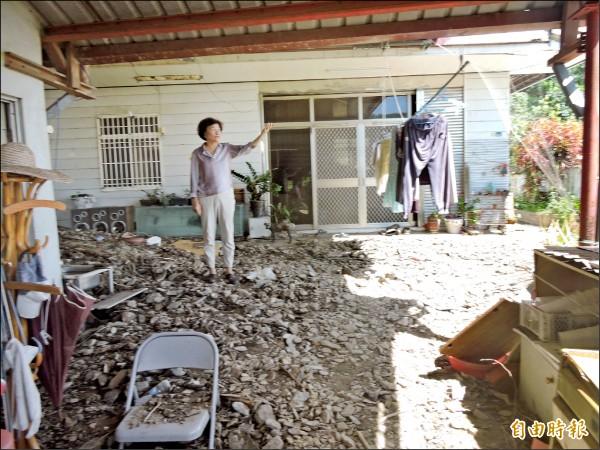 受災民眾可於清理家園前拍下受災照片,向國稅局申請稅捐減免。(記者張存薇攝)