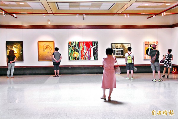 港區藝術中心展出東海大學美術學系碩士專班校友畫會第三屆聯展。(記者李忠憲攝)