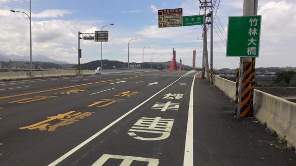 新竹縣竹林大橋。(資料照片,記者蔡孟尚攝)