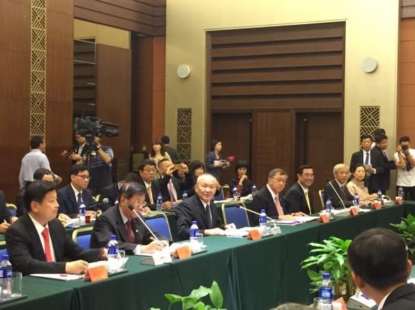 泛藍8縣市首長赴中國,以認同九二共識為條件,爭取開放觀光客。(圖擷取自苗栗縣政府)