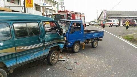 阿里山公路阿里山農會前發生兩車對撞車禍。(民眾提供)