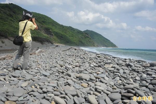 古道的鵝卵石灘極有特色。(記者蔡宗憲攝)
