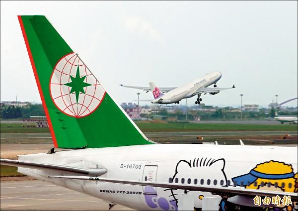國際民航組織大會27日於加拿大蒙特婁登場,因中國阻撓,國際民航組織(ICAO)確定不發邀請函給台灣。台北飛航情報區去年一年,有153萬架次的飛機,卻被排除在促進全球飛航安全會議外。圖為桃園國際機場航機起降情形。(記者朱沛雄攝)