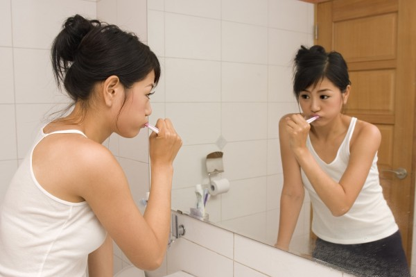 基隆一名17歲少女小瑄(化名)自稱擁有三個人格,分別是小笨、天使和自己本身。圖中人物與本新聞無關。(情境照)