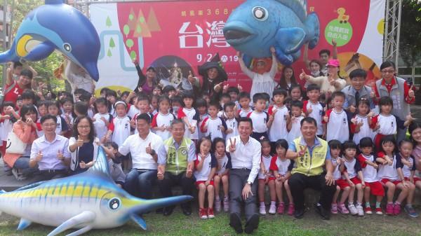 新竹市府舉辦新竹生活節,邀請市民週末假日來護城河看表演,週六晚間還可帶小孩到內湖夜市廣場看紙風車表演。(記者洪美秀攝)