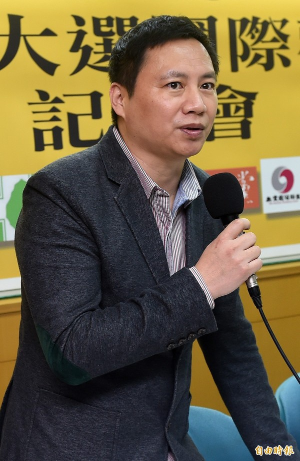 王丹在聽完討論會錄音檔之後十分憤怒,表示李燕完全不在乎被害者的內心傷痛,直言:「妳的發言,真的很『他媽的』!」(資料照,記者簡榮豐攝)