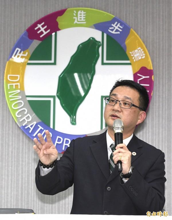 中國國台辦今天重申,台灣不接受兩岸同屬一中,就是不放棄「兩國論」的立場。對此,民進黨發言人阮昭雄表示,目前台灣因風災仍有許多民眾正在進行復原重建工作,呼籲中國要有同理心,不要有過多的政治語言。