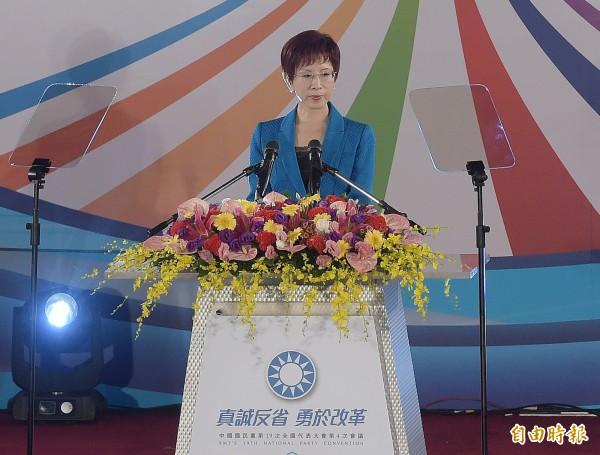 國民黨主席洪秀柱在月初的全代會中致詞,痛批民進黨上台仍不改奪權好鬥本質,是台灣民主恥辱,宣示以「和平政綱」對抗「台獨黨綱」。(資料照,記者黃耀徵攝)