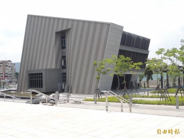 位於士林的「台灣戲曲中心」原定10月試營運,卻傳出諸多問題,文化部今評估後,確認試營運的日程必須展延。(資料照,記者楊媛婷攝)