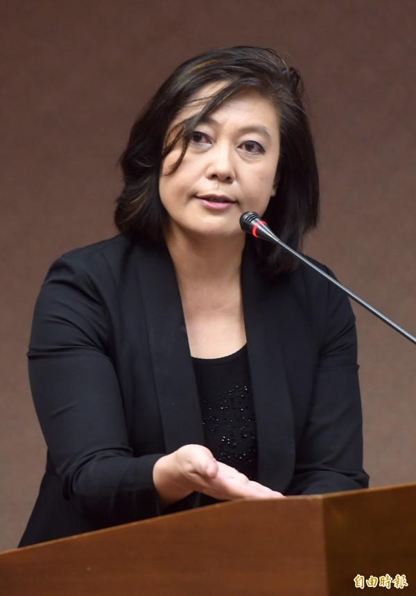 NCC主委詹婷怡今天首度赴立院接受質詢,關於中嘉案的審核,會盡快讓在年底前完成。(記者簡榮豐攝)