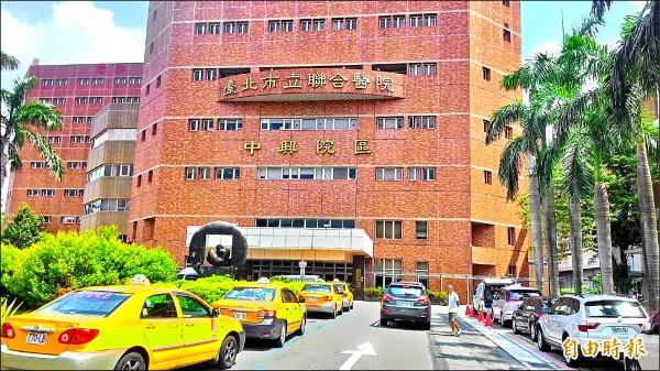 台北市資訊局預告最快年底讓智慧支付平台上線,民眾可上網繳納水費、停車費和聯合醫院醫療費。(記者黃建豪攝)