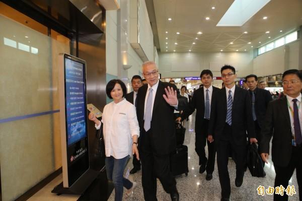 前副總統吳敦義偕同夫人於20日傍晚搭機赴美訪問。(資料照,記者姚介修攝)