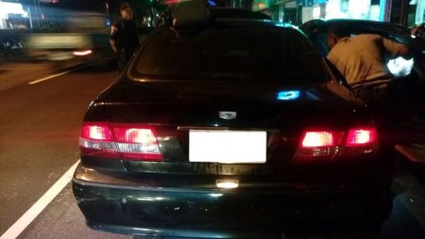 陳男因車身與車牌不符被警方攔查,及時阻止憾事發生。(記者許國楨翻攝)