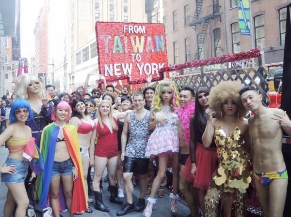 同志親權在台灣仍有相當大的爭議,圖為第四十七屆紐約市同志彩虹遊行。(取自臉書)