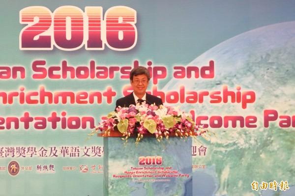 副總統陳建仁也參加台華獎學金的開學季,致詞希望國際生來台灣學習「亞洲新價值」,並成為自己母國的菁英份子貢獻所學,也能成為台灣在國際上的支持力量。(記者吳柏軒攝)