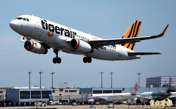 旅客發現虎航明年飛往羽田、沙巴的單程票價竟比傳統航空還貴,質疑此舉是「技術性鎖位」。虎航發言人羅道偉則表示,拉高票價的目的確實是不希望旅客上網訂票。(資料照,記者朱沛雄攝)
