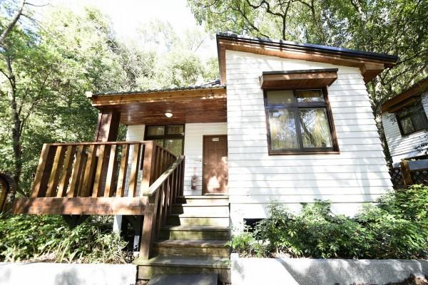奧萬大森林遊樂區推動環保旅館,獲得環保署銀級環保旅館認證。(圖:林務局南投林管處提供)