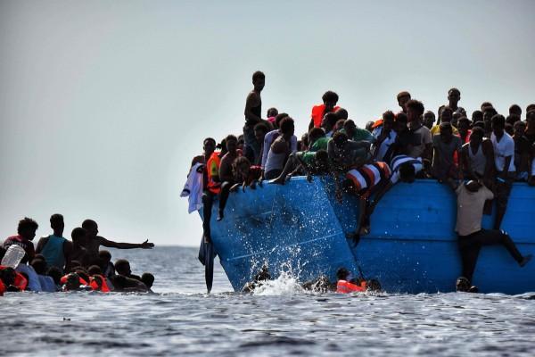 利比亞北方的地中海3日發生船難,一艘滿載欲前往歐洲的移民因超載而翻覆,目前已 知至少32人死亡,死亡人數還在增加。(法 新社)