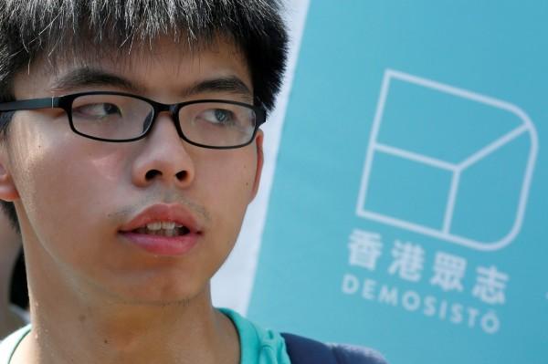香港學運領袖、現為「香港眾志」秘書長黃之鋒昨天搭乘飛機前往泰國,入境時遭到拘留。(資料照,路透)