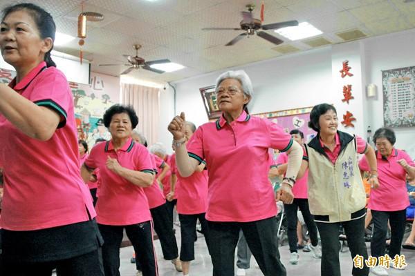 董氏基金會呼籲,年長者只需要每天運動15分鐘,透過簡單的輕度運動,維持生理與心理的健康。(本報資料照)