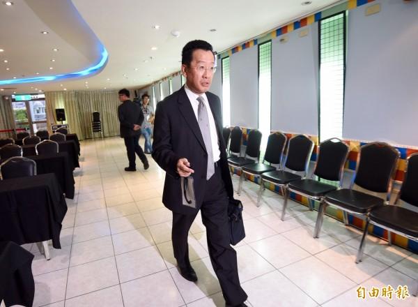 顧立雄表示,中投公司股權百分之百是國民黨的,國民黨再信託給中投董事長陳樹本人。(記者羅沛德攝)
