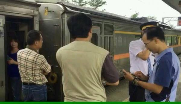 南迴鐵路又斷,列車暫停知本站。(記者王秀亭翻攝)